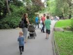 Familie Mattern (Andreas, Martina, Leon, Melvon, Sophia (Martinas Tochter) nebst Freund im Zoo