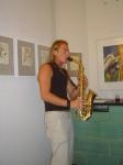 Der Saxophonist spielte vor meinen Zeichnungen