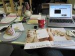 Das ist ein Leben - Zeitschrift / Rechner / Kaffee / Kuchen und ZEICHNEN - Foto von Susanne Haun