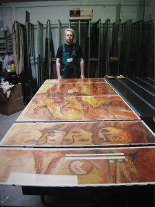 2003: Mein Bruder Ullrich Zeidler mit meinem Frauenpuzzle - Foto von Susanne Haun