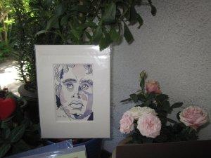 Die kleinen Arbeiten gibt es im oder auf Passepartout mit Vita hinten, damit man immer weis, wen man sich ins Haus geholt hat - Foto von Susanne Haun