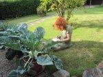 Früh mit der ersten Tasse Kaffee in den Garten skizzieren - Foto von Erika Zeidler