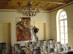 2007: Schlossparktheater Andreas hilft mir beim Hängen meiner kleinen und großen Arbeiten - Foto von Andreas Mattern