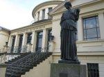 Akademisches Kunstmuseum mit Athena im Vordergrund - Foto von Susanne Haun