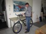 Andreas fährt auch mal mit dem Rad in sein Atelier - Foto von Susanne Haun