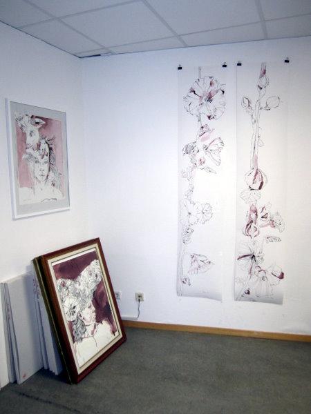 Die beiden Stockrosen bei mir an der Atelierwand - Fotos von Susanne Haun