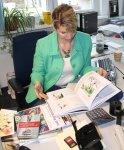 29 Frau Scheerbarth in ihrem Büro bei Hahnemühle (c) Foto von Susanne Haun