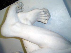 Die Knöchel der sog. Knöchelspielerin in der Abguss Sammlung Berlin (c) Foto von Susanen Haun