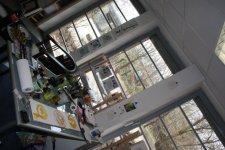 Umhängen im Atelier (c) Foto von Susanne Haun