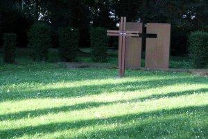 Das Kreuz als Symbol für den Standort der zerstörten Kirche (c) Foto von Susanne Haun