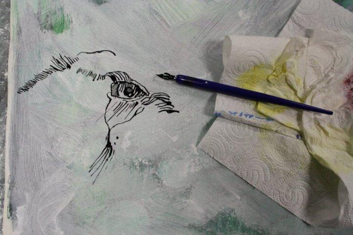 Die schwarze Tusche ist ein guter Kontrast zur weißen Leinwand (c) Susanne Haun