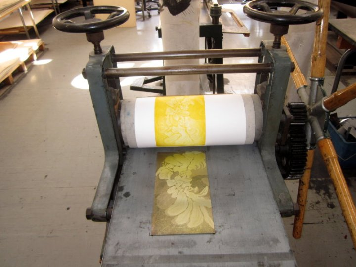 Zuerst die Radierung Gerbera in gelb (c) Foto von Susanne Haun