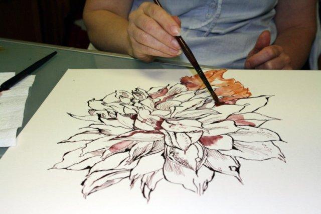 Susanne Haun zeichnet mit dem Pinsel (c) Cordula S.