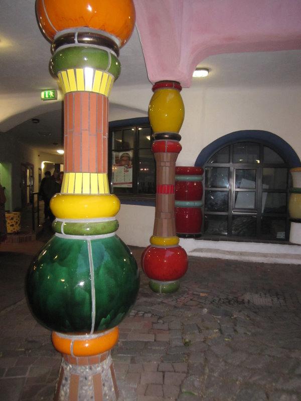 Ich mag die Säulen im Hundertwasserhaus (c) Foto von Susanne Haun