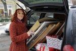 Der Kofferraum ist voll - Conny vor dem Ausladen (c) Foto von Susanne Haun