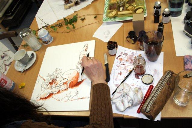 Meine Malschülerin Viola zeichnet Stilleben (c) Foto von Susanne Haun