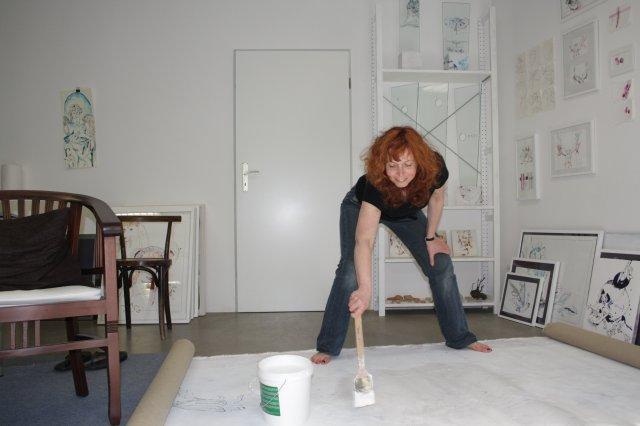 Übermalen der letzten Arbeiten im Mai (c) Foto von Susanne Haun