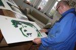 Jürgen beäugt seine Arbeit (c) Foto von Susanne Haun