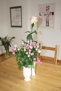 Die Rosen auf meinem Tisch im Galerieraum (c) Foto von Susanne Haun