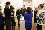 Diskussion zur Hängung der Ausstellung Albrecht Dürer - 500 Jahre Meiserstiche (c) Foto von Susanne Haun
