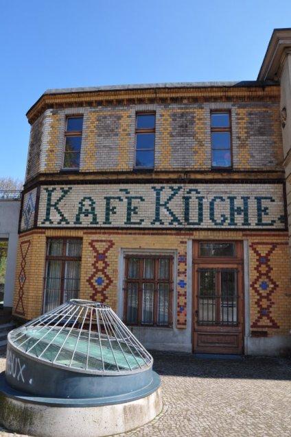 Die alte Fassade der Bibliothek am Luisenbad (c) Foto von M.Fanke