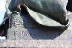 Signatur Begas auf dem Schillerdenkmal im Schillerpark (c) Foto von Susanne Haun
