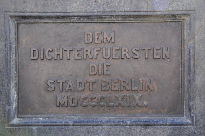Inschrift des Schillerdenkmals im Schillerpark (c) Foto von M.Fanke