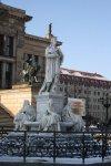 Das Schillerdenkmal auf dem Gendarmenmarkt vor dem Konzerthaus (c) Foto von Susanne Haun
