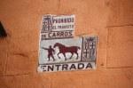 An den Fassaden der Häuser Barcelonas (c) Foto von Susanne Haun