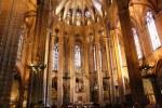 Die Säulen mit den Diensten und Kapitelln in der Kathedrale im Gotischen Viertel Barcelona (c) Foto von Susanne Haun