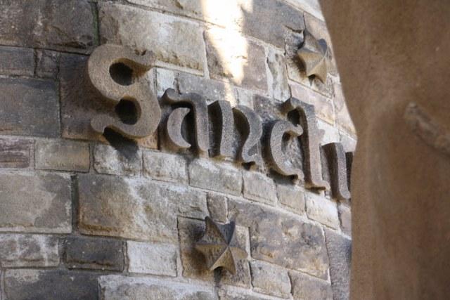 Die Sagrada nach der Turmbesteigung fotografiert - Schriftzug (c) Foto von Susanne Haun