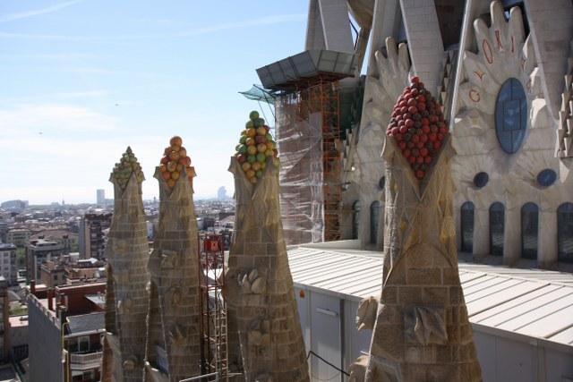 Die Sagrada nach der Turmbesteigung fotografiert - die für Gaudi typischen Türmchen (c) Foto von Susanne Haun