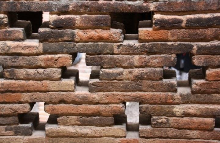 Mauerversatz im Keller des Palau Güell (c) Foto von Susanne Haun