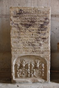 Grabplatten im Innenraum der Klosterkirche Grimma (c) Foto von Susanne Haun