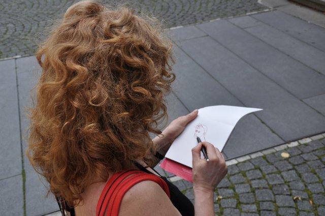 Susanne Haun zeichnet in Leipzig (c) Foto M.Fanke