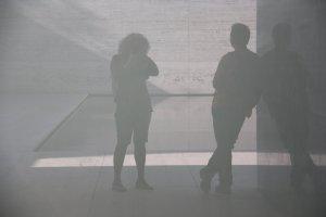 Spiegelungen im Barcelona Pavillon (c) Foto von Susanne Haun