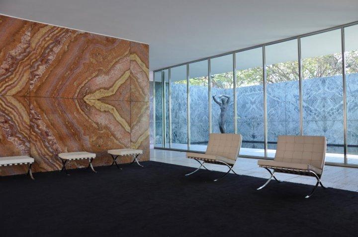 Barcelona Pavillon - Innenansicht mit Stühlen von Marcel Breuer (c) Foto von M.Fanke