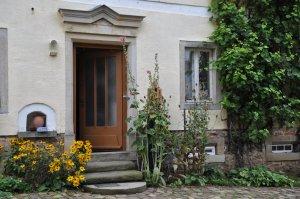 Auf dem Hof des Künstlerguts Prösitz (c) Foto von Susanne Haun