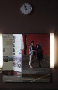 Gespiegelt- Monja und ich in der Staatsbibliothek(c) Foto von Susanne Haun