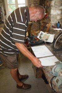 Jürgen beim gemeinsamen Arbeiten auf Prösitz (c) Foto von Susanne Haun