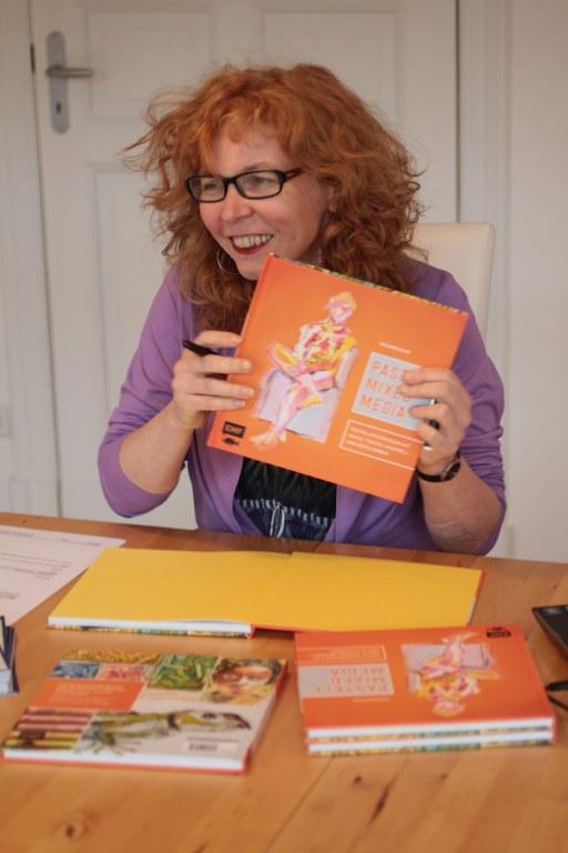 Große Freude bei Susanne Haun Pastell Mixed Media (c) Foto von M.Fanke