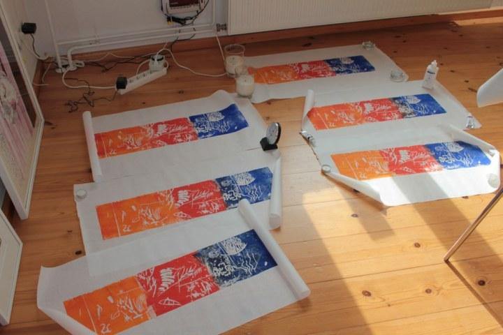 Damit sich die fertigen Drucke nicht zusammenrollen (c) Foto von Susanne Haun