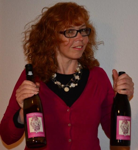 Susanne Haun Etiketten Weinflaschen (c) Foto von Michael Fanke