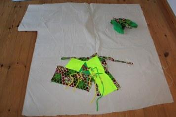 Erste Überlegungen zur Größe der Leinwand, auf die ich mein textiles Gebilde montieren möchte (c) Foto von Susanne Haun