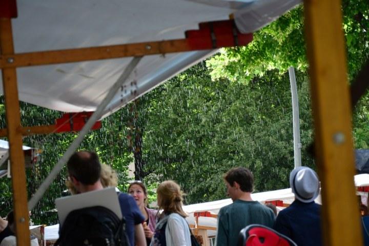 Zum Schluss gab es einen kurzen Regenschauer auf dem Weddingmarkt 3. Juli 2016 (c) Foto von M.Fanke