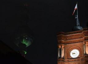 Rote Rathaus mit Fernsehturm (c) Foto von M.Fanke