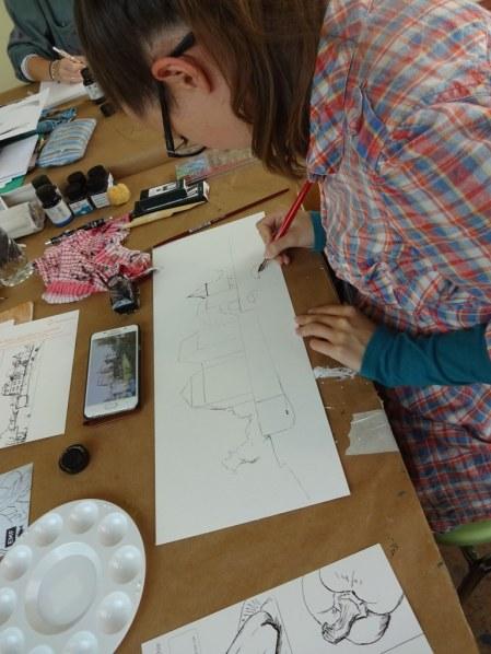 Nicht alle Schülerinenn mögen Stillleben zeichnen (c) Foto von Susanne Haun