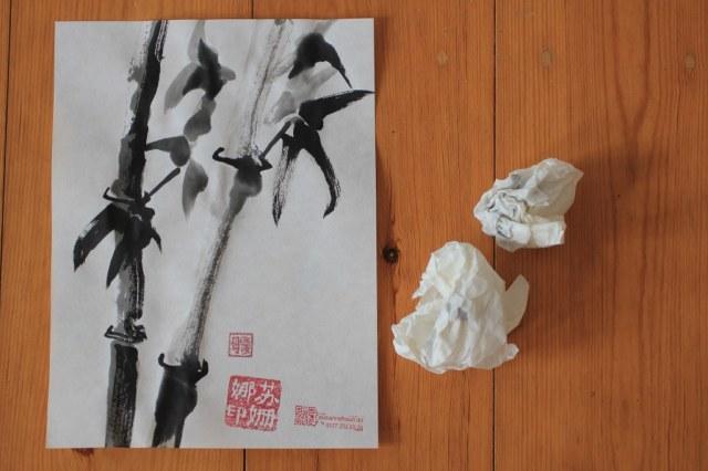 Nicht jeder Bambus gelingt, wie an den zerknüllten Papier zu sehen ist (c) Foto von Susanne Haun