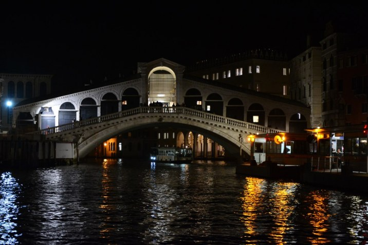 10 Venedig - es wird dunkel - Ponte di Realto (c) Foto von M.Fanke