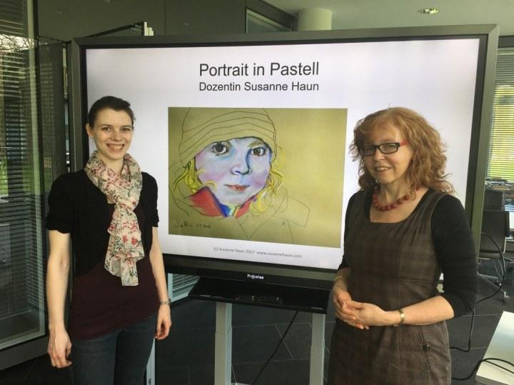 Portrait in Pastell Workshop von Susanne Haun am Hasso Plattner Institut (c) Foto von M.Fanke
